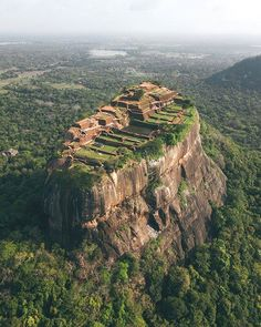 1500 Castle and Temple Sigiriya Sri Lanka Places To Travel, Places To See, Travel Destinations, Holiday Destinations, Ubud Bali, Places Around The World, Around The Worlds, Magic Places, Destination Voyage