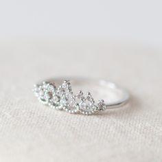 Delicate tiara ring in white gold