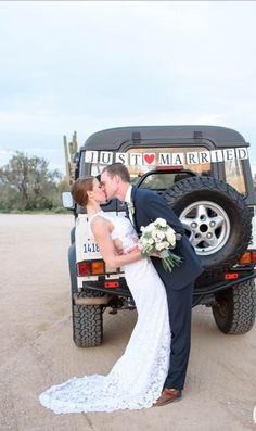 Fiesta like there's no tomorrow at this desert chic wedding in Arizona. From seating shots, to the adorable beer burro, there's just so much to love about this wedding under the Arizona sun. Chic Wedding, Wedding Trends, Wedding Ideas, Jeep Wedding, Arizona Wedding, Father Of The Bride, Just Married, Wedding Pictures, Bunt