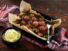 Juustoraaste tuo uutta makua lihapulliin. Tarjoa keitettyjen perunoiden tai vaikkapa pastan kera.