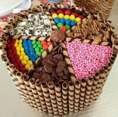 A cake basket made with my own fair hands Torta Candy, Candy Cakes, Cupcake Cakes, Cupcakes, Beautiful Cakes, Amazing Cakes, Sweetie Cake, Sweet Trees, Cool Cake Designs