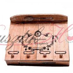 Mintás, fából készült evőeszköztartó 4 rekesszel. Mérete: 32x24x6 cm. http://rusztikhome.hu/evoeszkozok/40-evoszkoztarto.html