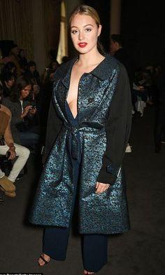coat pants london fashion week 2017 fashion week 2017 iskra lawrence curvy plus size model off-duty