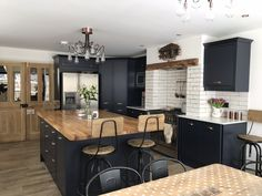 A gorgeously dark kitchen that adds a touch of drama to the home, we love how Lu. A gorgeously dark kitchen that adds a touch of drama to the home, we love how Lucy has styled her Newbury Midnight kitchen Kitchen Room Design, Kitchen Family Rooms, Living Room Kitchen, Home Decor Kitchen, Kitchen Interior, New Kitchen, Home Kitchens, Open Plan Kitchen Dining Living, Open Plan Kitchen Diner