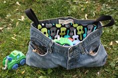 the cutes bags made out of upcycled jeans!  mami...make me one!