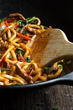 20 Minute Spicy Pork Udon Stir Fry - fast, easy and delicious! #udon #stirfry #recipe