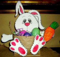All Easter Crafts Ideas features unique Easter crafts ideas. You'll find projects for kids and adults to make. Easter arts and crafts. Includes pictures and site names to tutorials. Home, school. Easter Arts And Crafts, Easter Projects, Bunny Crafts, Craft Projects, Easter Ideas, Craft Tutorials, Diy Osterschmuck, Paper Bag Crafts, Paper Craft