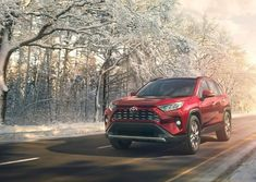 The 2019 Toyota debuts at the 2018 New York Auto Show. Toyota didn't stray too far from the formula that has made the America's best-selling crossover. Toyota Camry, Toyota Rav4 Hybrid, Toyota Canada, Nissan Rogue, Honda Crv, 2019 Rav4, Canada Pictures, Toyota Dealers, Desktop Pictures