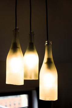 Eine etwas andere Zimmerbeleuchtung bieten Wein- oder Sektflaschen . Hier geht's zur Anleitung: http://gruenkehlchens-nest.blogspot.de/2014/03/diy-lampe-aus-sektflaschen.html