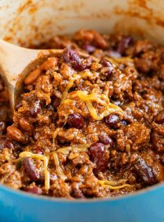 This hearty chili recipe from The Pioneer Woman has a perfect blend of seasonings, ground beef, and beans. It& Stove Top, Crock Pot, and Instant Pot friendly and will quickly become your best chili recipe! Hearty Chili Recipe, Best Chili Recipe, Chili Recipes, Meat Recipes, Crockpot Recipes, Cooking Recipes, Healthy Recipes, Crock Pot Chili, Recipies