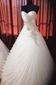 Never seen such a pretty gown before, do you have the same feeling with me when you saw this sweetheart smoothly beadings bridal gown? www.27dress.com