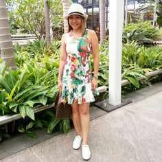 Fashion trends. Going tropical in a tropical print dress - instagram.com/christyc