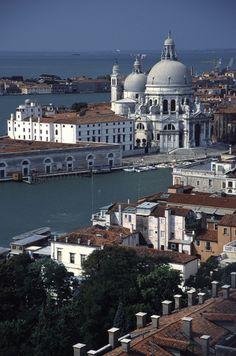 Basilica de Santa Maria della Salute, Venice, Italy  I adore this city  somehow I'll go there
