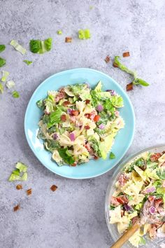 This BLT Pasta Salad a refreshing and colorful salad perfect for summertime BBQ or party! It's one of the easiest pasta recipes and will be on your dinner table in 15 minutes. Your family and friends will ask for it again and again! Easy Pasta Recipes, Salad Recipes, Chicken Recipes, Dinner Recipes, Easy Meals, Cooking Recipes, Healthy Recipes, Blt Pasta Salads, Summer Salads