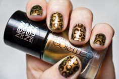Stamping Nail Art with Catrice 840 Genius In The Bottle and Essence Stampy Black Matt.