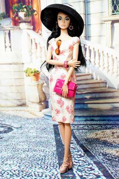 Fashion Doll Poppy parker of a black hat