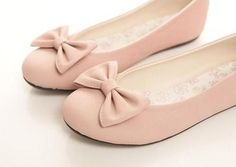 pink flats with bow Casual Work Shoes, Sneakers Outfit Work, Best Sneakers, Pretty Shoes, Cute Shoes, Me Too Shoes, Sock Shoes, Shoes Heels, Flat Shoes