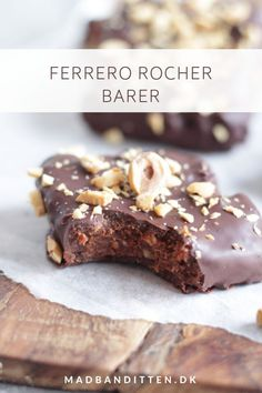 Roquefort mini cakes, smoked walnuts and bacon - Clean Eating Snacks Diy Snacks, Christmas Lunch, Ferrero Rocher, Savoury Cake, Mini Cakes, Quick Easy Meals, Clean Eating Snacks, Sweet Tooth, Sweets