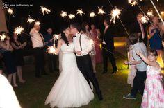 #Feuerwerk und #Wunderkerzen stellen auf einer #Hochzeit immer besondere Highlights dar. Besser, wenn hier ein Profi die Aufnahmen macht.