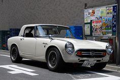 Klassischer 1967 Honda Roadster – Michael Dupé – Join in the world of pin Honda Nsx R, Honda Cars, Honda Motorcycles, Honda Civic, Classic Japanese Cars, Classic Cars, Vintage Porsche, Vintage Cars, Power Cars
