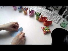 Noch schnell für Ostern eine tolle kleine Geschenkverpackung basteln? Kein Problem. Hier zeig ich euch wie man ein Origami Osterhasenkörbchen bastelt, das ma...