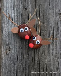 Rudolph aus Kastanien basteln // www.ch/bricos/ - fleurysylvie : Rudolph aus Kastanien basteln // www. Autumn Crafts, Fall Crafts For Kids, Diy For Kids, Christmas Crafts, Christmas Tree, Intarsia Wood Patterns, Wood Craft Patterns, Ideas Para Trabajar La Madera, Conkers Craft