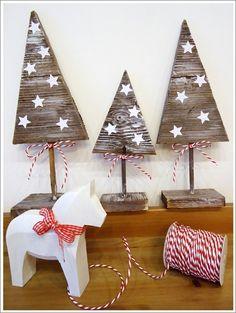 Jane's blog: Christmas tree Metal Christmas Tree, Christmas Tree Crafts, Outdoor Christmas, Xmas Tree, Rustic Christmas, Christmas Projects, Handmade Christmas, Christmas Holidays, Christmas Ornaments