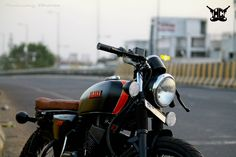 Hindustan Customs decided to give café racer design theme for and most of the stock parts are replaced to give unique look for the bike Yamaha Rx 135, Yamaha Bikes, Motorcycles In India, Enfield Bullet, Cafe Racer Style, Miss You Cards, Royal Enfield, Motorbikes, Vehicles
