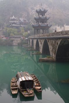 Boats near Zhenyuan bridge |  Wuyang, Guizhou, China