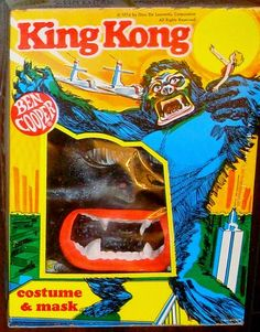 John Kenneth Muir's Reflections on Cult Movies and Classic TV: King Kong Costume (Ben Cooper) Boxing Halloween Costume, Classic Halloween Costumes, Halloween Horror, Halloween Cards, Halloween Ideas, Horror Monsters, Scary Monsters, King Kong, Retro Toys