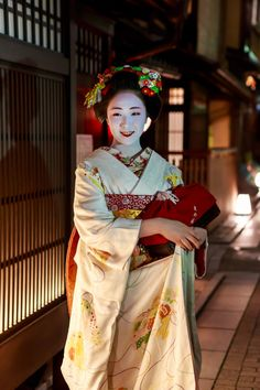 The true beauty of the maiko Mamefuji (Source)