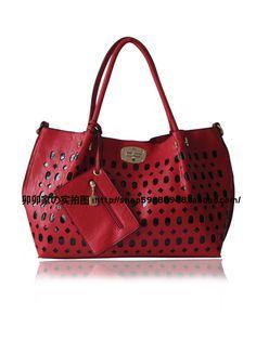 The big bag trend diagonal handbags