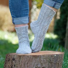 Ravelry: Project Gallery for Daffodilzsockz pattern by Sabine F.