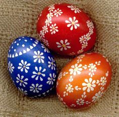 3 interesting painting techniques for Sorbian Easter eggs - New Decoration ideas Polish Easter, Egg Shell Art, Easter Egg Designs, Ukrainian Easter Eggs, Diy Ostern, Egg Art, Egg Decorating, Egg Shells, Spring Crafts