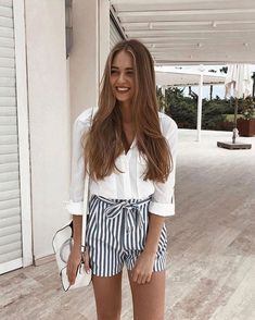 Shorts für Frauen Trend Sommer 2018 - clothes that probs don't exist - Mode Trendy Summer Outfits, Short Outfits, Spring Outfits, Casual Outfits, Casual Shorts, Outfits With White Shirts, Europe Outfits Summer, Striped Outfits, Spring Ootd