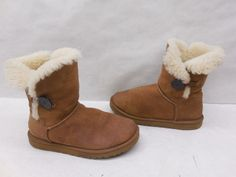 UGG AUSTRALIA Womens 5803 Chestnut Suede Bailey Button Shearling Boots Size 8…
