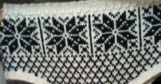 """Oppskrift Selbutruse med """"snabel"""" (Herrer) Jeg har brukt Peer Gynt garn Garnforbruk: 150 g hvitt og 100 g sort Strikkepinner: ... Knitting Ideas, Knits, Rugs, Decor, Farmhouse Rugs, Breien, Decorating, Stricken, Dekoration"""