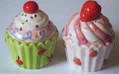 Cupcake salt and pepper shakers