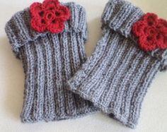 Tricoter botte manchettes, jambières, manchettes botte grise, botte poignets fleurs rouges jambières, accessoires femmes, bots, accessoires chaussures, chaussettes de démarrage