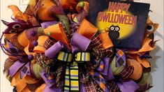 How to make a  double poof Halloween wreath - YouTube Diy Wreath, Wreath Making, Halloween Diy, Halloween Wreaths, Deco Mesh Wreaths, Working Moms, How To Make Wreaths, Holiday Wreaths, Felt Crafts