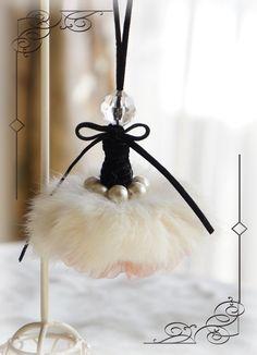 タッセル - tassel - looks like a Swan Lake ballerina.