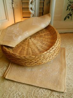 Vintage Wicker Paper Plate Liners
