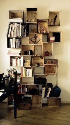 Création d'une bibliothèque, réalisée à partir de caisses de vin.. (2)