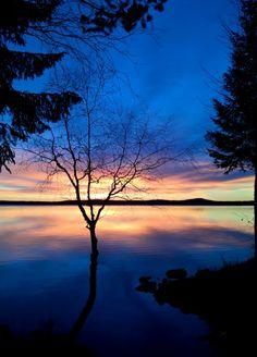 Aurinkolasku alkutalvesta Miekojärvellä Pellossa Länsi-Lapissa