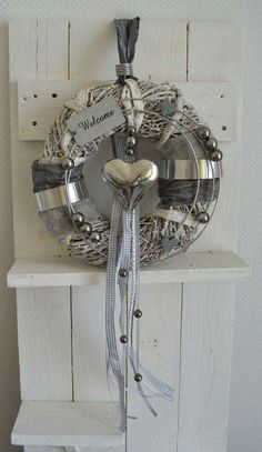 Very pretty silver wreath
