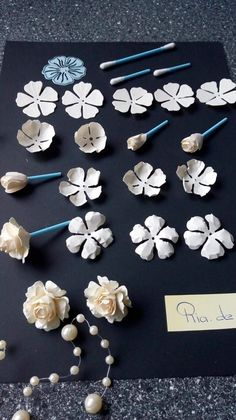 Simple paper rose Paper Crafts & The Ultimate Craft Ideas Paper crafts had been very popular for a while now. Most children start off doing paper crafts in school. The teachers commonly start the kid out with very simple paper crafting projects Paper Flowers Craft, Crepe Paper Flowers, Clay Flowers, Flower Crafts, Fabric Flowers, Paper Flowers Wedding, Origami Flowers, Diy Flower, Wedding Paper