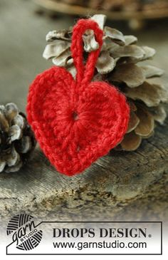 "DROPS Christmas: Crochet DROPS Christmas heart in ""Karisma"". ~ DROPS Design. ☀CQ #crochet #hearts #valentines   http://www.pinterest.com/CoronaQueen/love/"
