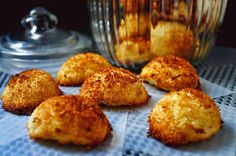 Coconut Macaroons, Coconut Macaroons with Stevia, Coconut Macaroons Recipes Greek Desserts, Coconut Macaroons, Sweets Recipes, Cakes And More, Smoothies, Cinnamon, Biscuits, Muffin, Cookies
