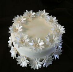 Artículos similares a 24 Edible Gerbera Daises, Pick Your Color, Wafer Paper Flower with Edible Sugar Bead en Etsy