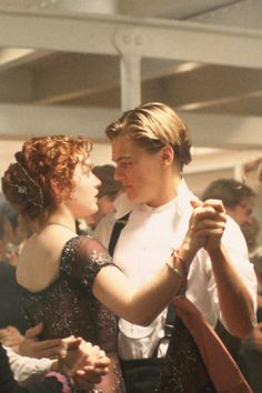 Kate Winslet and Leonardo DiCaprio in Titanic Leonardo Dicaprio Kate Winslet, Young Leonardo Dicaprio, Aesthetic Movies, Aesthetic Pictures, Leo And Kate, Titanic Movie, Rms Titanic, Aesthetic Vintage, Good Movies